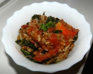 Kasza gryczana z jarmużem i suszonymi pomidorami